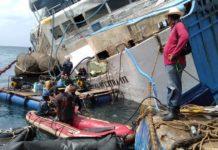 Banyak Kebocoran di KMP Dharma Rucitra III, Penyelamat Kerahkan 500 Unit Drum