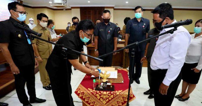 Giri Prasta Lantik PAW Anggota BPD Mambal, Sibangkaja dan Pecatu