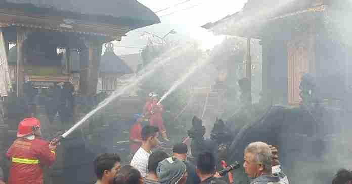 Gedong Panyimpenan di Pura Dalem Setra Sidayu Tojan Terbakar