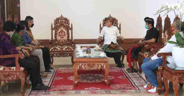 Motivasi Atlet Bali, Gubernur Koster Beri  Penghargaan Hingga Tawarkan Pekerjaan