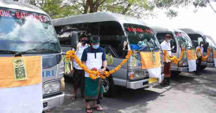 Suwirta Resmikan Layanan Angkutan Perintis di Nusa Penida