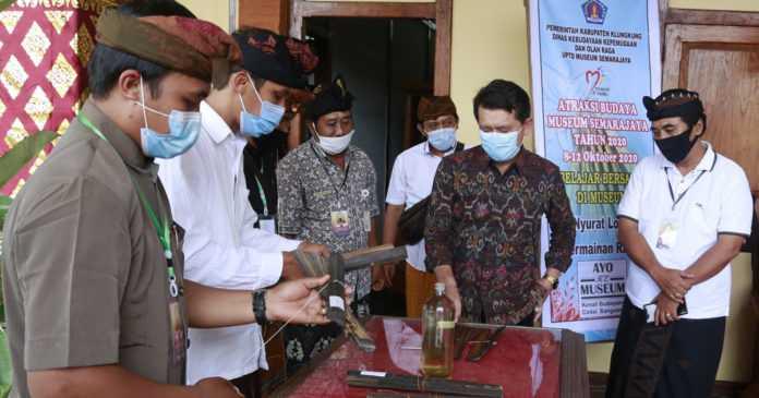 Puluhan Lontar dari Nusa Penida Dikonservasi