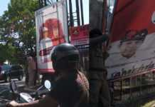 Satpol PP Cabut Belasan Baliho Paslon di Denpasar
