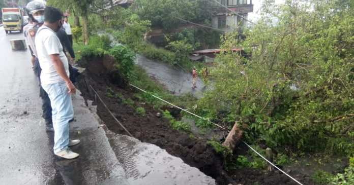 Bahu Jalan Penelokan Jebol, PU Bangli Koordinasi ke Provinsi