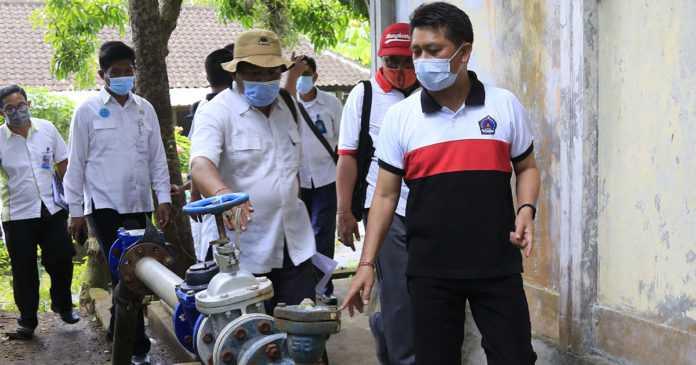 Bupati Suwirta Tuntaskan Masalah  Air di Pikat