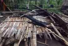 Diterjang Badai, Rumah Bedeng di Peninjoan Roboh
