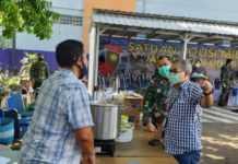 Dr.Aqua Dwipayana Beri Kejutan untuk Penjual Lontong Binaan Danlanud I Gusti Ngurah Rai