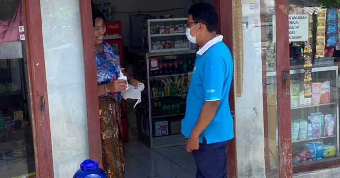 Kelurahan Sesetan Gencar Semprotkan Disinfektan dan Pantau Prokes