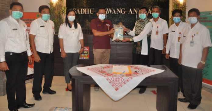 Tabanan Terima Bantuan 3.000 Paket Beras untuk Warga Terdampak Covid-19