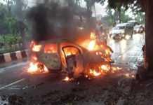 Mobil Pelajar SMA Terguling dan Terbakar