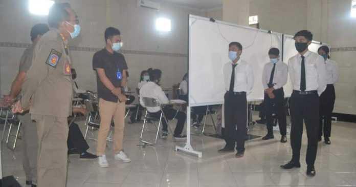 Satpol PP Klungkung Tegur LPK yang Tak Taat Prokes