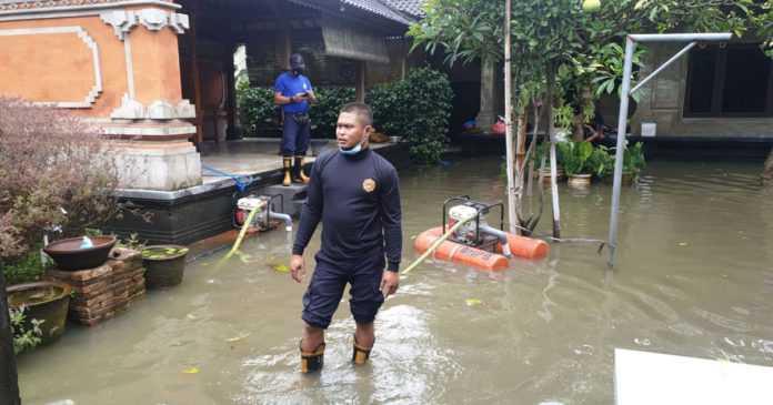 Hujan Deras, Sejumlah Rumah di Gang Mawar Terendam Banjir