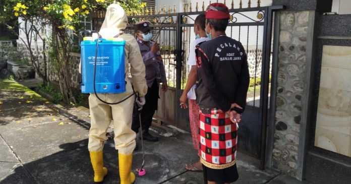 Penghuninya Terkonfirmasi Covid-19, Empat Rumah di Banjar Jawa Disemprot