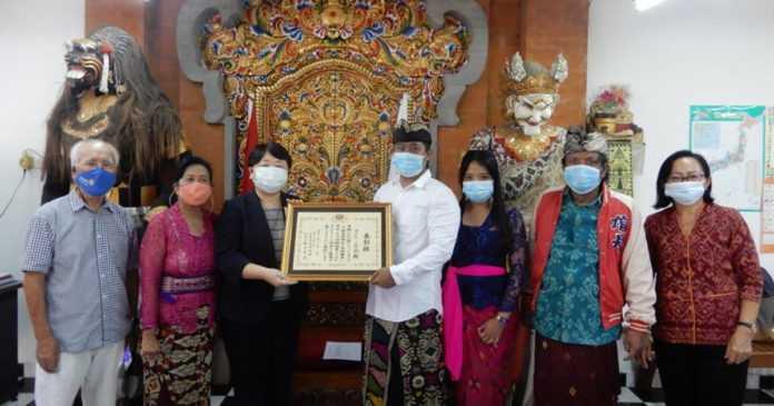 Konsul Jenderal Jepang Serahkan  Piagam Penghargaan kepada Mataken Gakko
