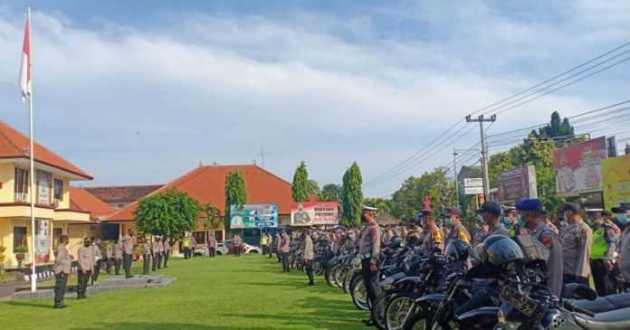 Polres Buleleng Terjunkan 40 Personil Bermotor untuk Disiplin Prokes