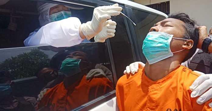 Tersangka Kasus Pembunuhan Jalani Uji Cepat Antigen
