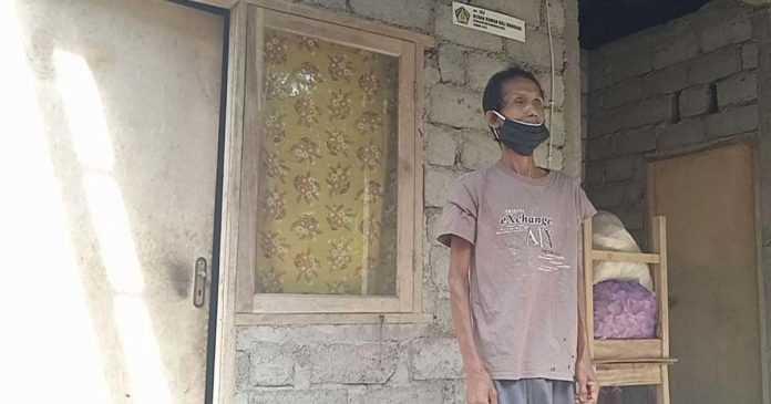 Viral Gara-gara Tidur di Kandang Sapi, Ini Fakta Kehidupan Made Kaler