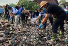 Bupati Libatkan Masyarakat Bersihkan Sungai Loloan