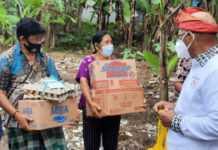 Serahkan Bantuan, Anggota DPR RI Sudirta Temui Korban Banjir di Sidemen