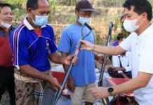 Bupati Suwirta Buka Kegiatan Padat Karya di Desa Kutampi