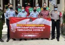 """Kumham Peduli, Kumham Berbagi"", Kantor Imigrasi Denpasar Salurkan Paket Sembako di Sanur Kauh"
