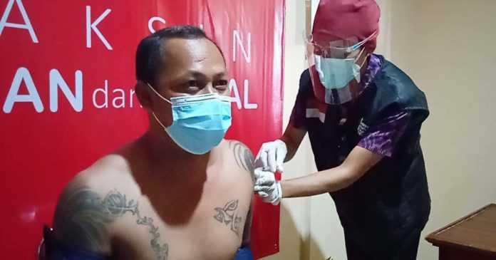 Vaksinasi Tahap Pertama di Karangasem Hampir 100 Persen